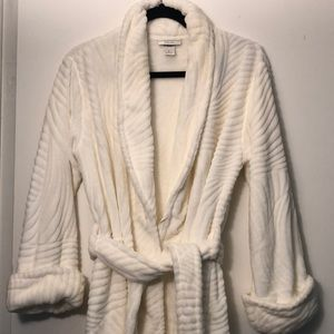 Like NEW off white/ivory Natori robe